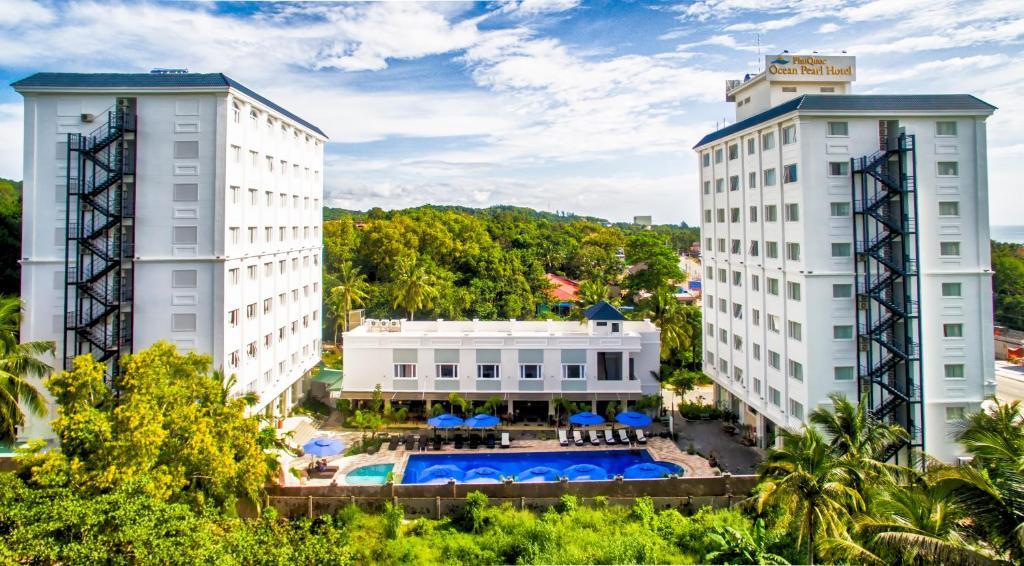 Вид на бассейн в Phu Quoc Ocean Pearl Hotel или окрестностях