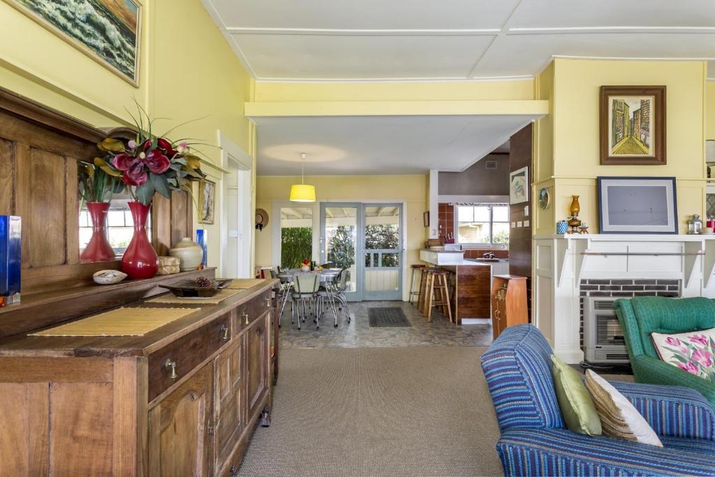 The lobby or reception area at Dalmuir Homestead - Walk To Dromana Beach