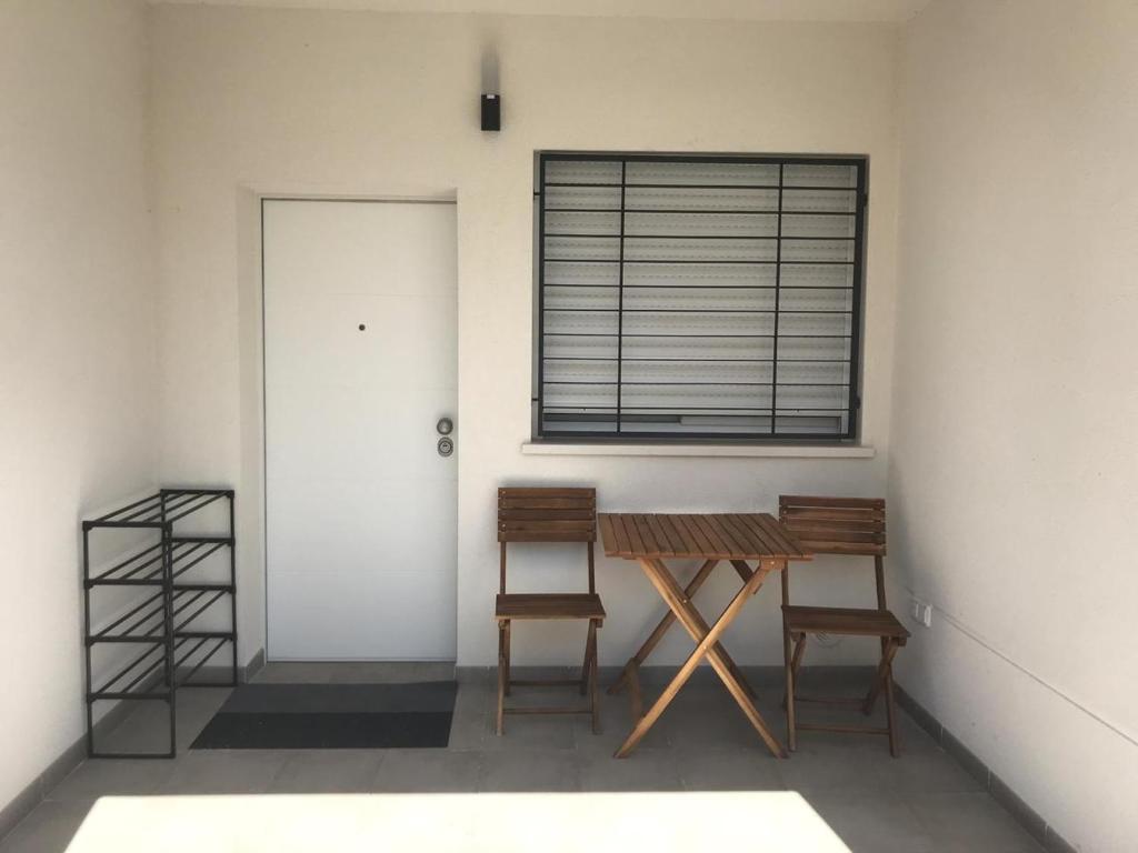 A seating area at La casa Breezes
