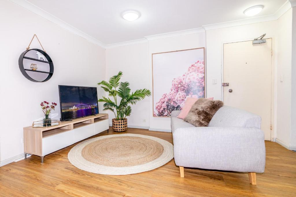 A seating area at CP233-Cosy 2 bedroom Apt in Pyrmont 5 mins to ICC