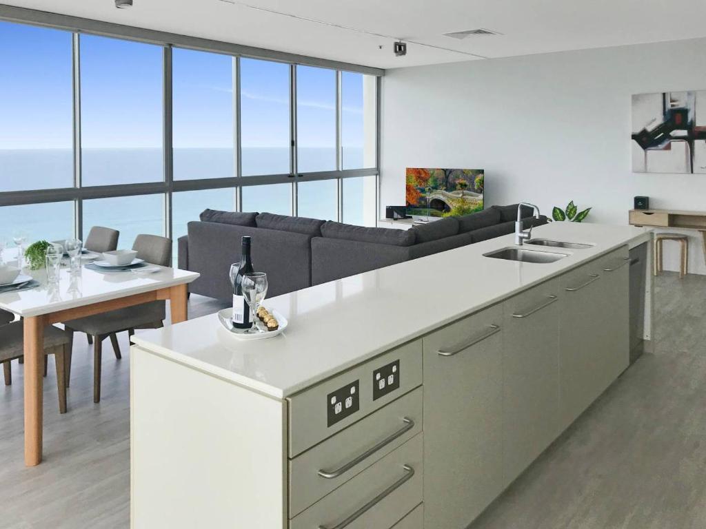 A kitchen or kitchenette at Air on Broadbeach