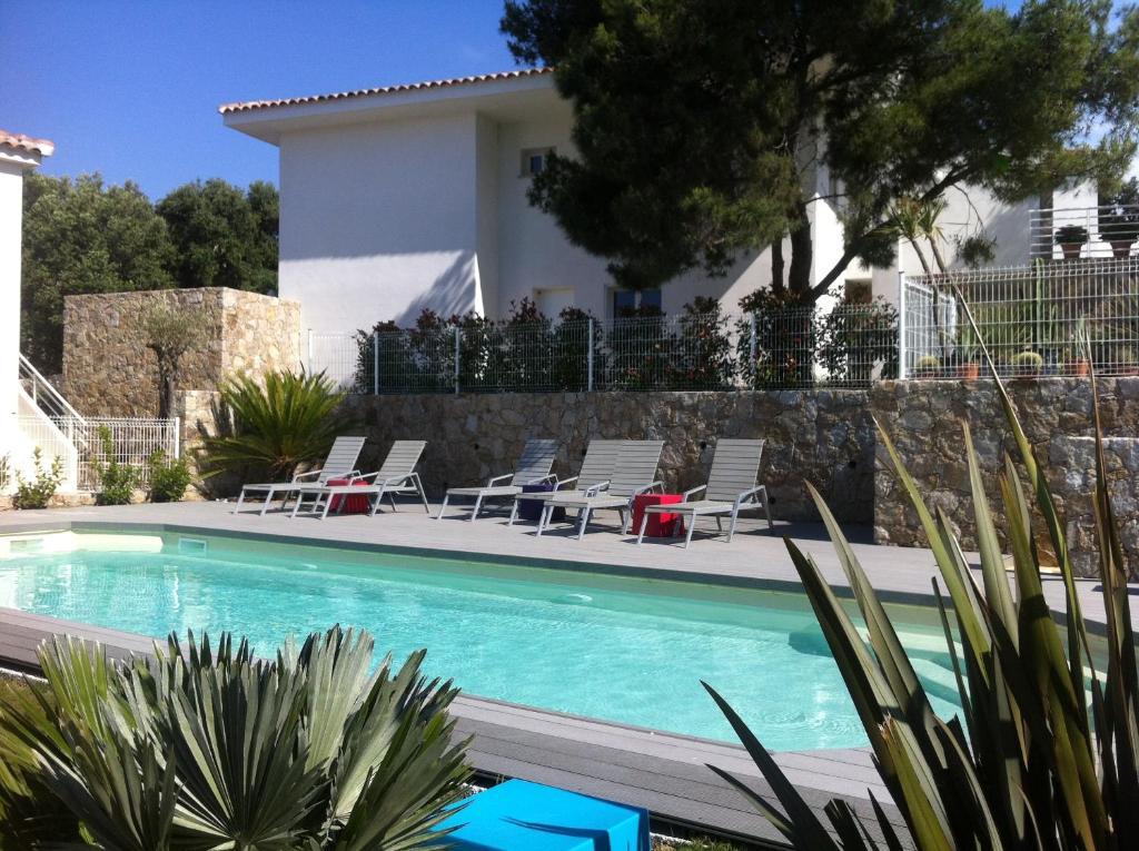 The swimming pool at or near Résidence Le Clos Saint Paul