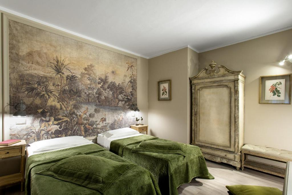 A bed or beds in a room at Hotel Del Borgo