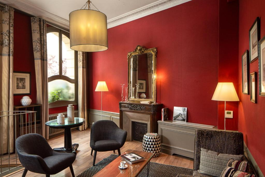 A seating area at Hotel Louison