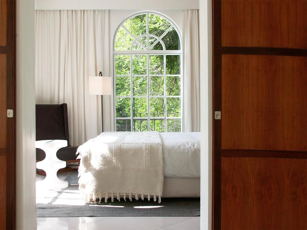 A bed or beds in a room at Condesa DF