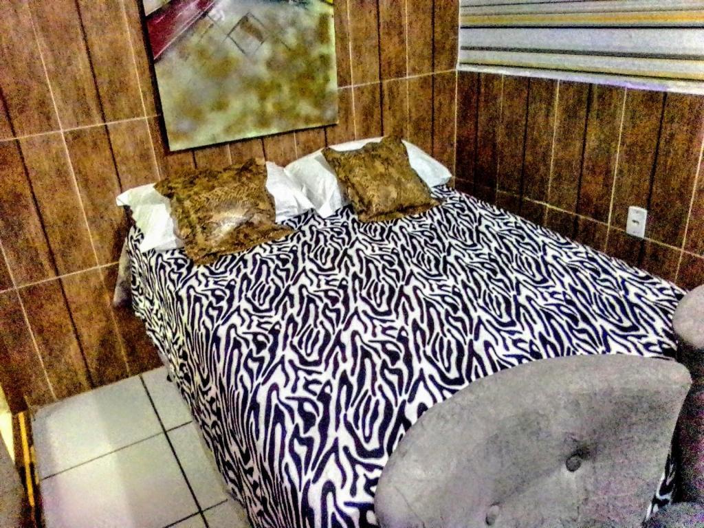 A bed or beds in a room at Pousada Republica Zélia Barros