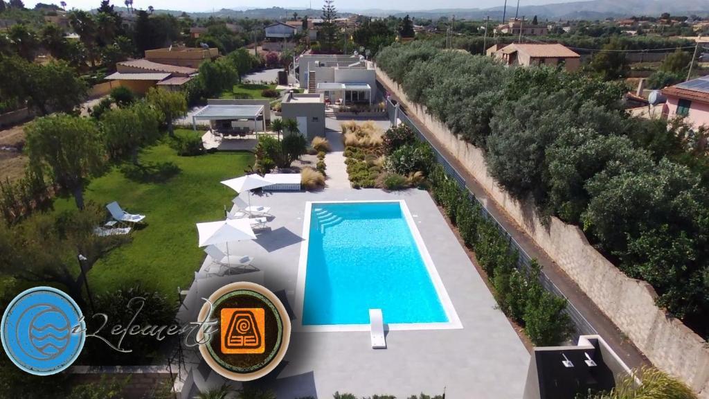 Vista sulla piscina di i2elementi o su una piscina nei dintorni