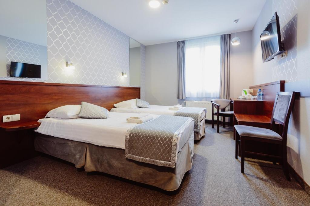 A bed or beds in a room at Hotel Fero Express
