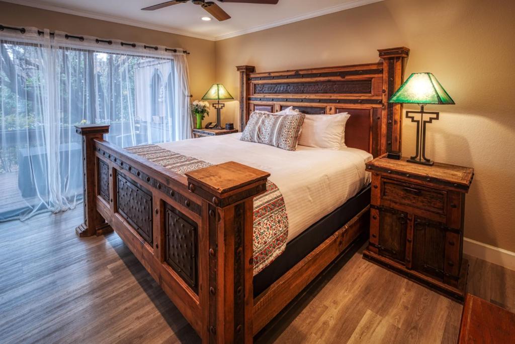 A bed or beds in a room at Lantern Light Inn - Romantic Getaway