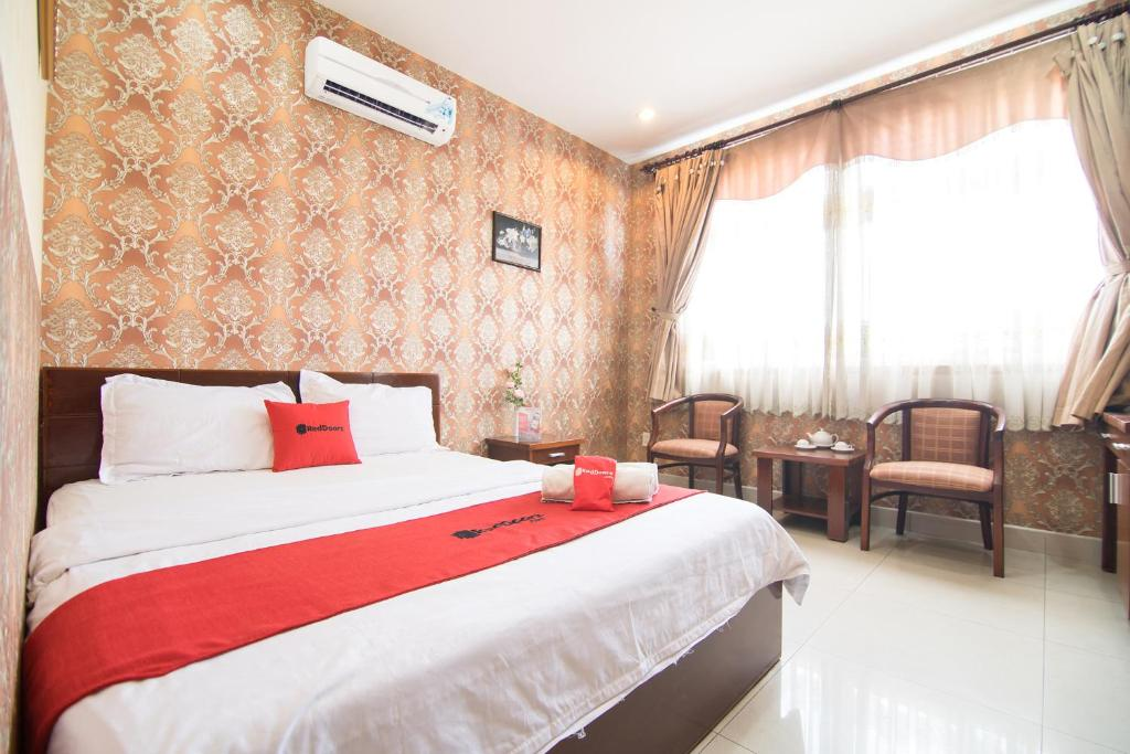 A bed or beds in a room at RedDoorz Plus near Nga Tu Binh Phuoc