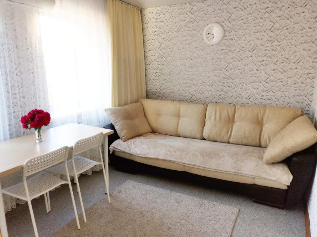 A seating area at Апартаменты на 26 июня