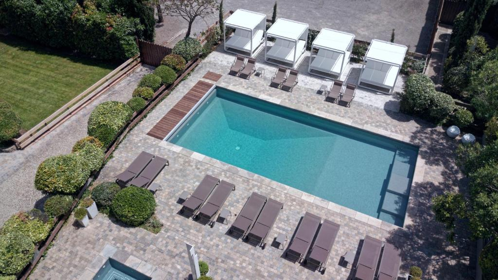 A view of the pool at Hôtel Montmorency & Spa or nearby