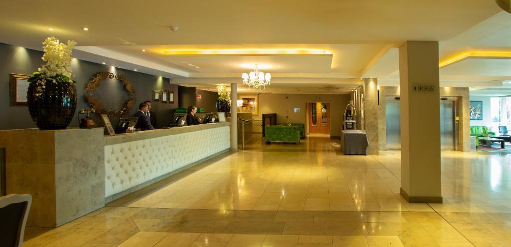 O saguão ou recepção de Hotel Kilkenny