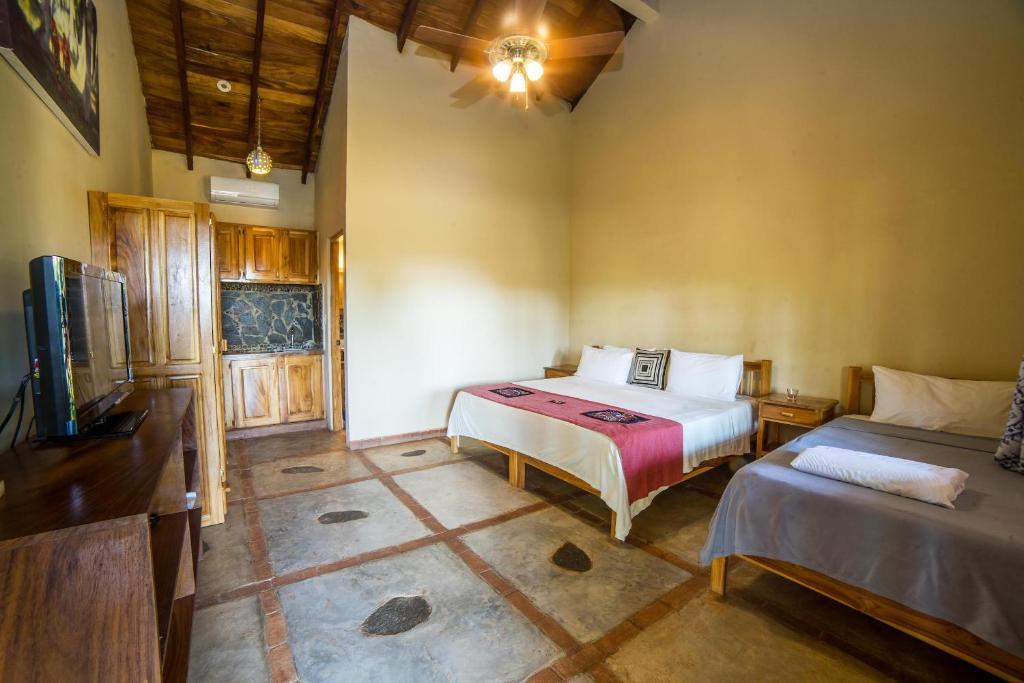 A bed or beds in a room at Hotel Santa Catalina Panamá