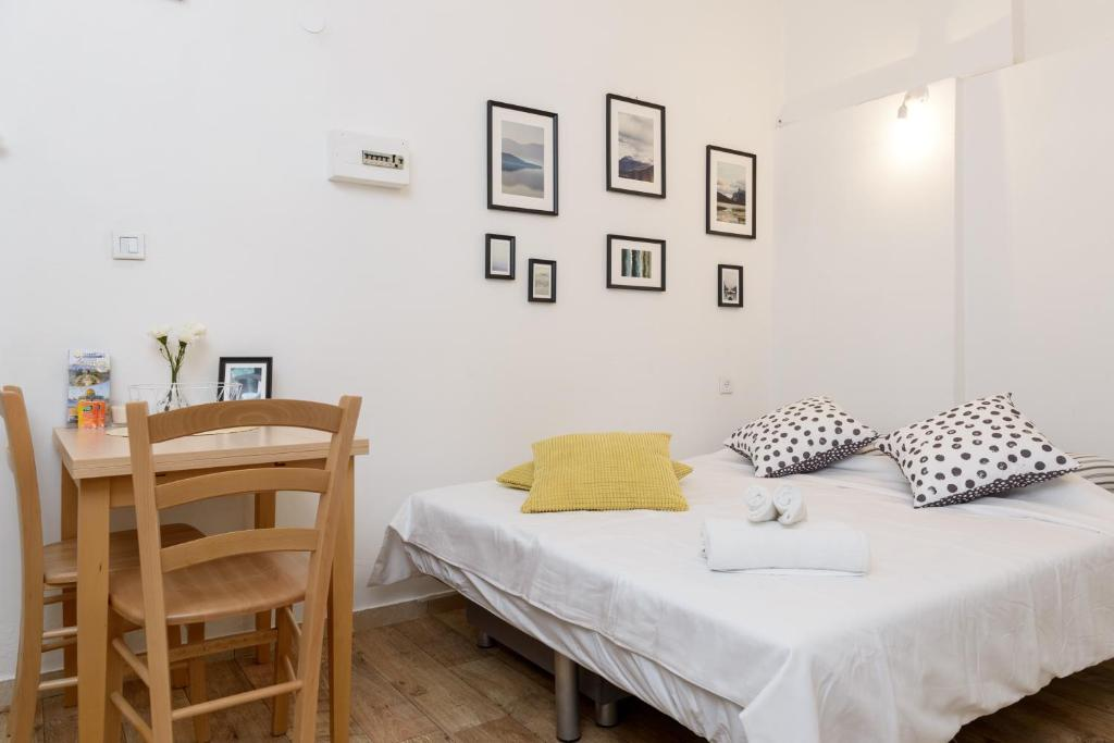 Picture of: Apartment Cool Modern Cozy Flat 7 Minutes To Gordon Beach Tel Aviv Israel Booking Com