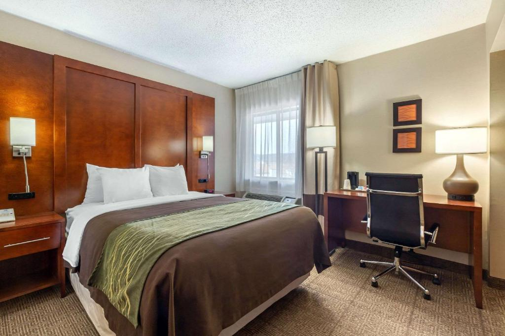 A bed or beds in a room at Comfort Inn Trolley Square