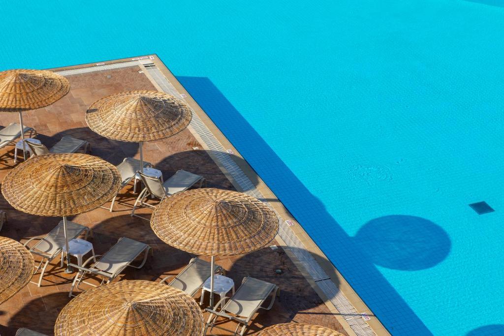 Θέα της πισίνας από το Leonardo Kolymbia Resort Rhodes ή από εκεί κοντά