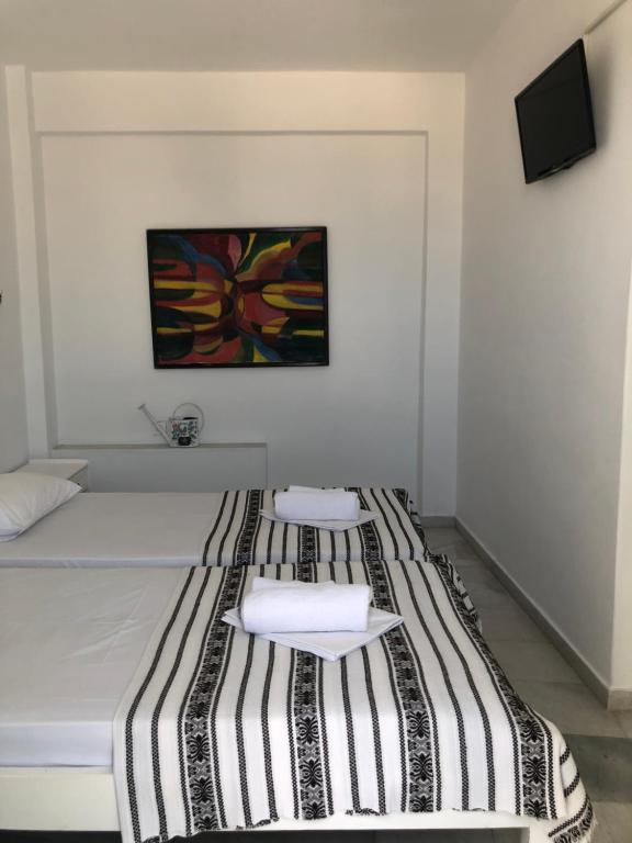 A bed or beds in a room at Sigma Studios on The Beach