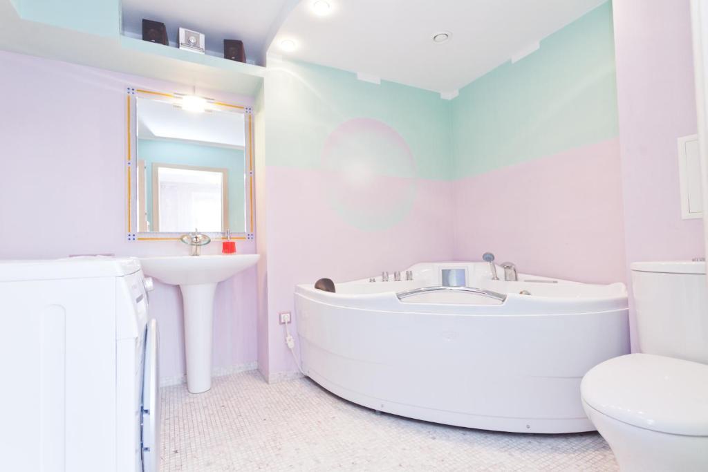 Ванная комната в KvartiraSvobodna - Apartment at Bibliotechnaya