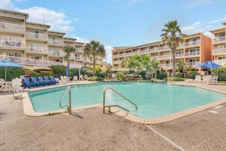 Gulf Breezes with Two Pools and Cruise Parking