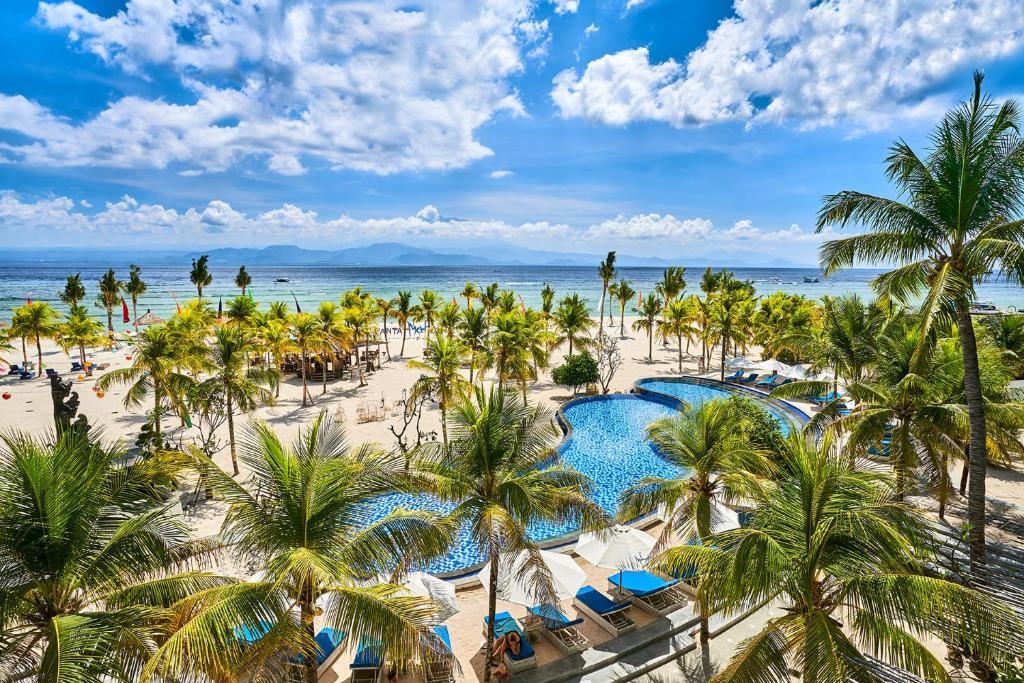 Ein Blick auf den Pool von der Unterkunft Mahagiri Resort Nusa Lembongan oder aus der Nähe