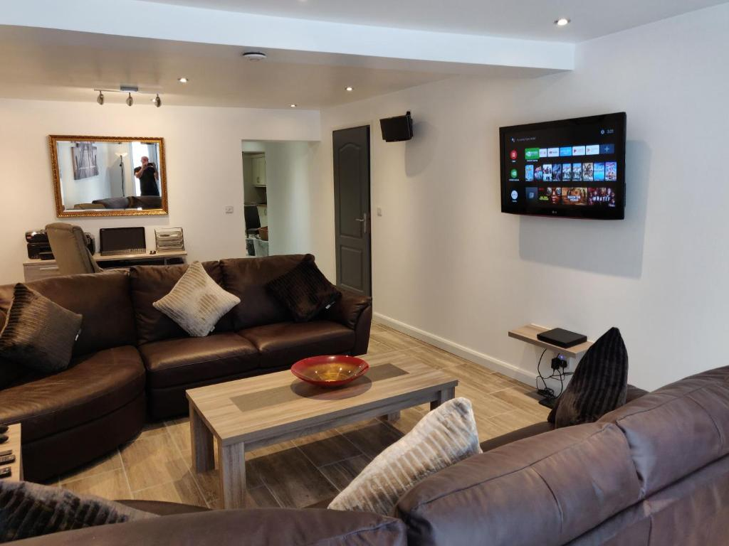 A seating area at Dobbies Boutique Apartment