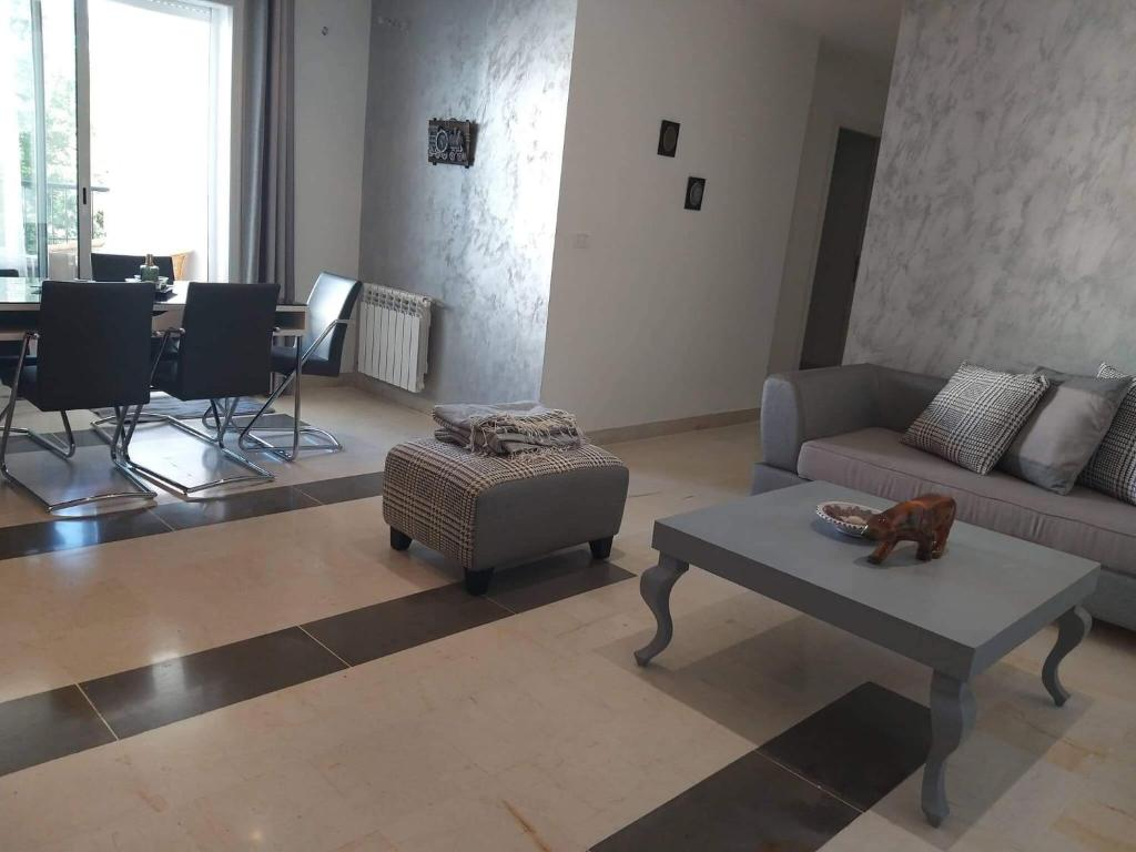 A seating area at Appartement NOUZA