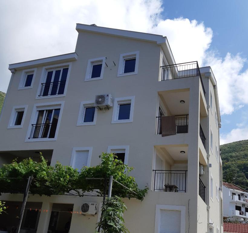 Апартаменты kopitovic 4 черногория петровац copthorne hotel sharjah 4 шарджа оаэ