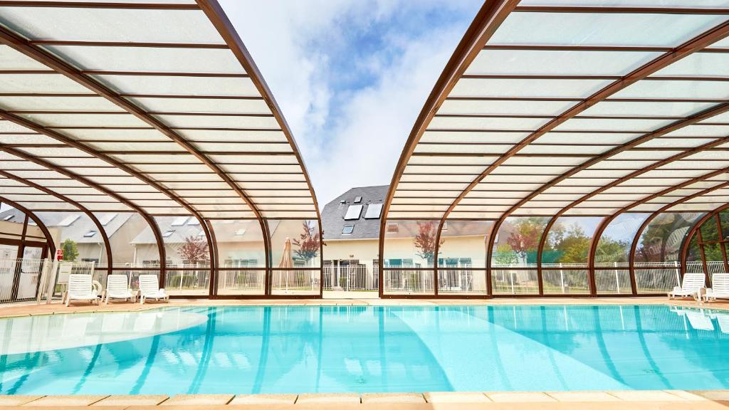 The swimming pool at or close to Vacancéole - Le Domaine de la Corniche - Deauville Sud