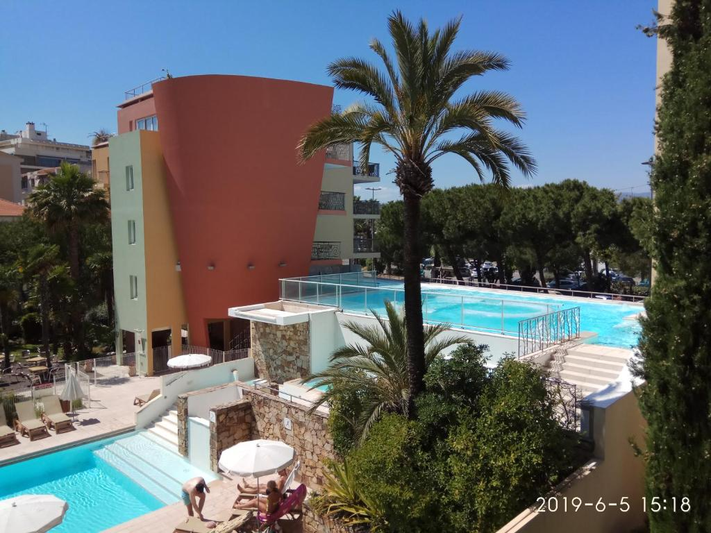 The swimming pool at or close to Appartement Antibes Port