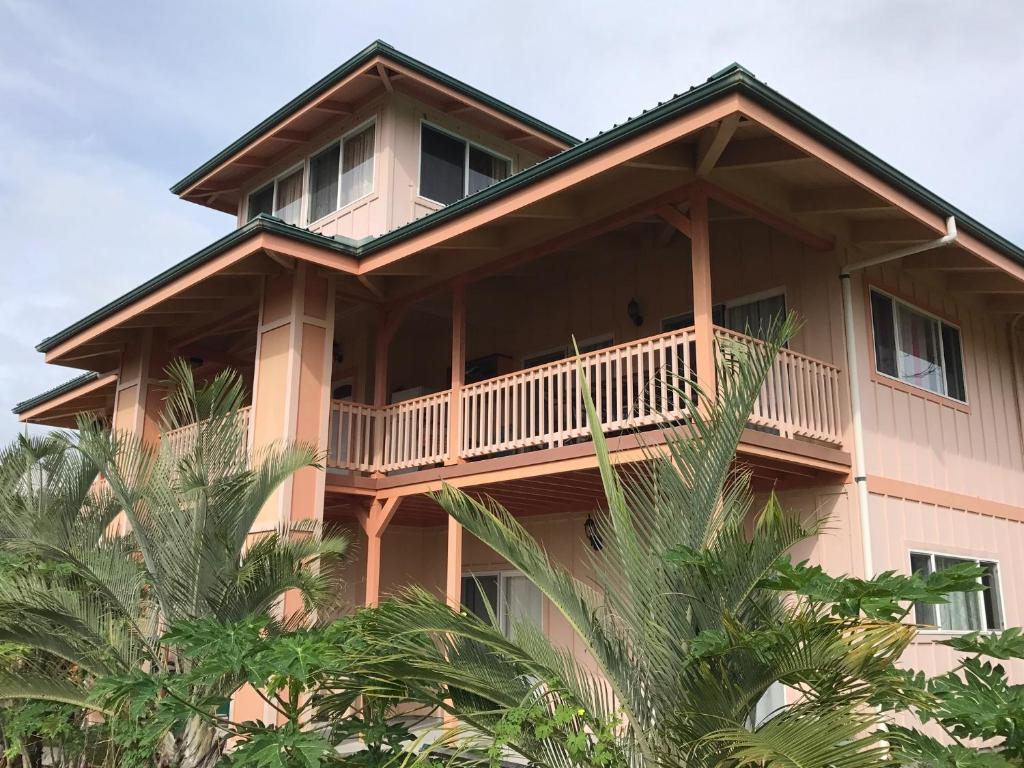Coconut Palms Vacation Rental near lava fields and beaches
