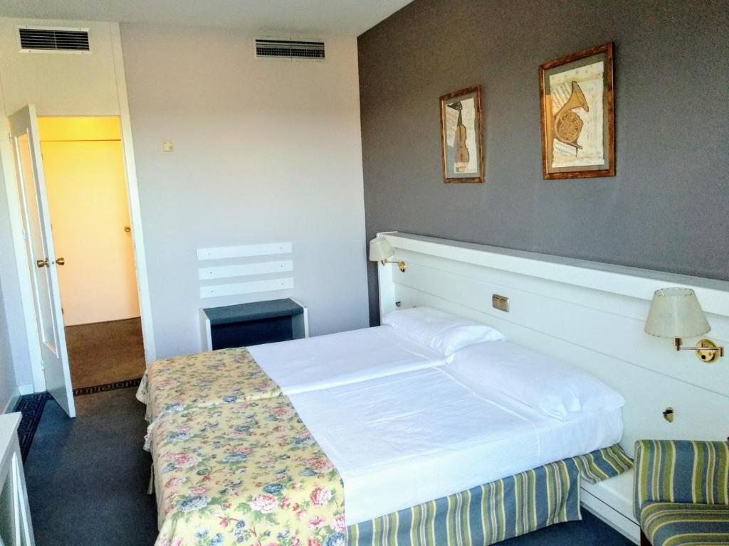 Cama o camas de una habitación en Hotel Las Cigüeñas
