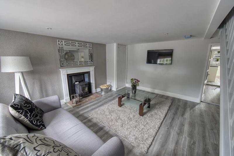 A seating area at Cavell Cottage