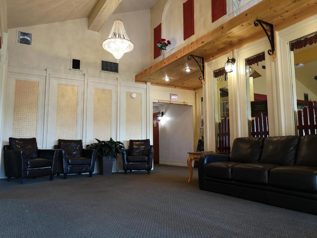 The lobby or reception area at Hotellerie Jardins de Ville