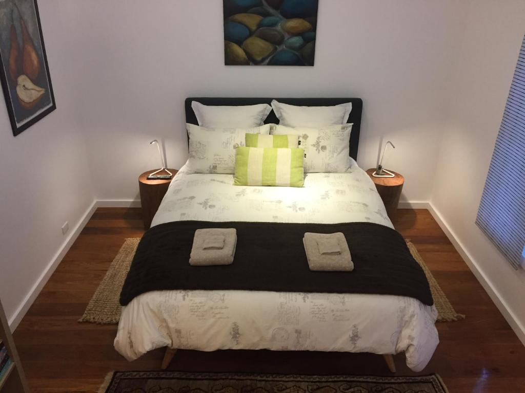 A bed or beds in a room at Smiths Lake House