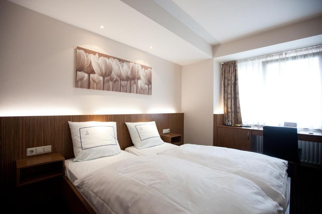 Ein Bett oder Betten in einem Zimmer der Unterkunft Hotel Empire