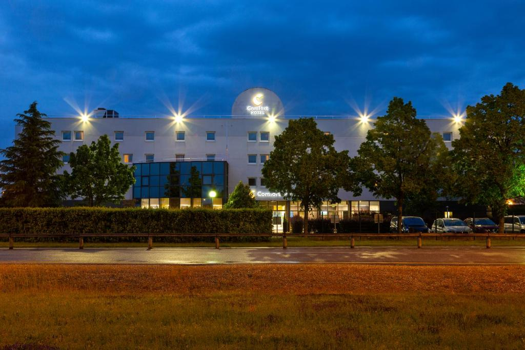 Comfort Hotel Aeroport Lyon St Exupery Saint Exupery Updated 2020 Prices