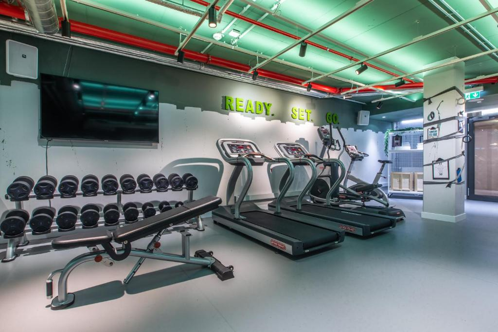 The fitness center and/or fitness facilities at Hilton Garden Inn Mannheim