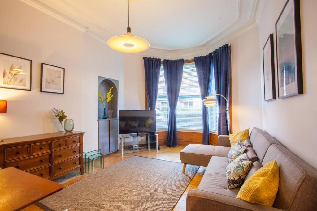 A seating area at Stylish + Modern tenement flat close to City Centre