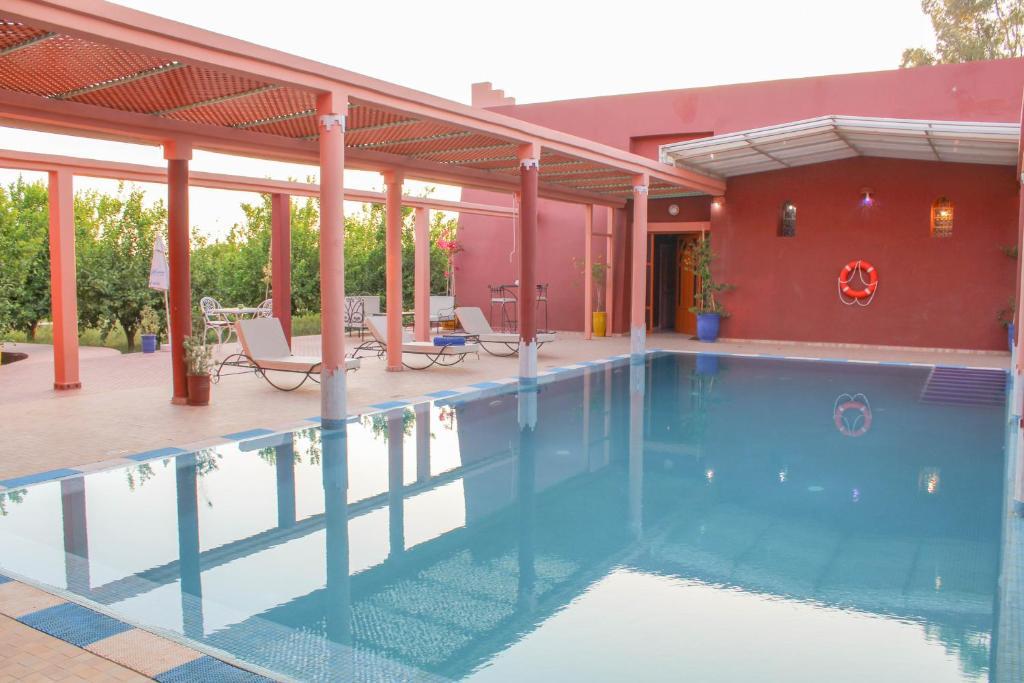 Piscine de l'établissement Riad Dar zen - Ferme d'hôtes Marrakech ou située à proximité