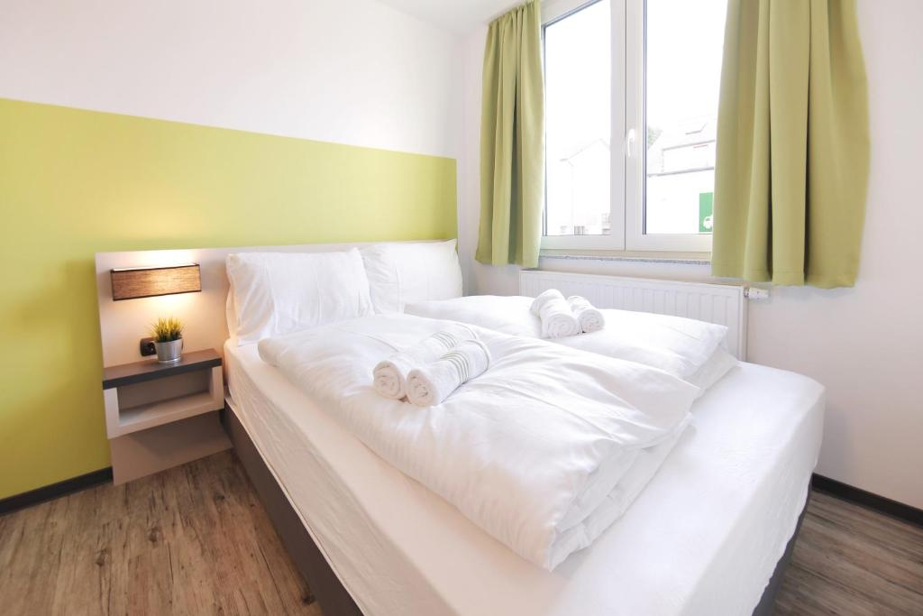 A bed or beds in a room at bestprice Hotel Eschweiler