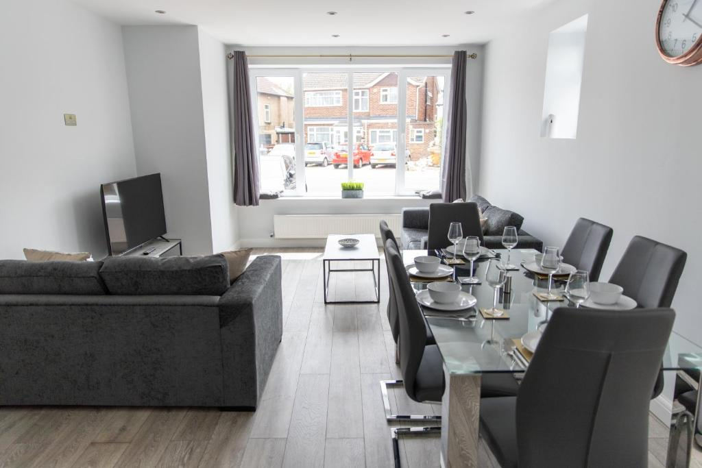 London Northwick Park Serviced Apartments by Riis Property