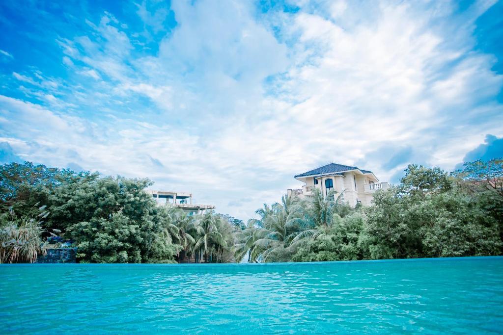 Sanya Haitang Bay Baili Hotelの敷地内または近くにあるプール