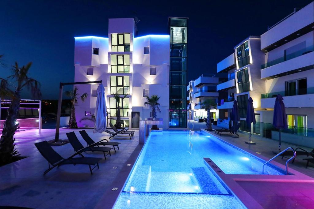 The swimming pool at or close to Boutique Residence Cosmopolis 1
