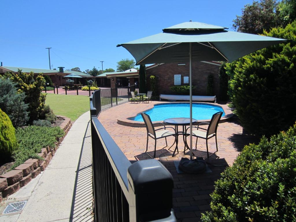 The swimming pool at or near Stannum Lodge Motor Inn