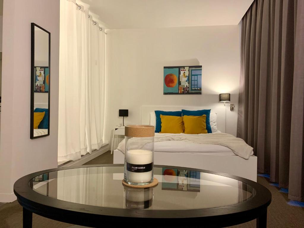A bed or beds in a room at Suite 336