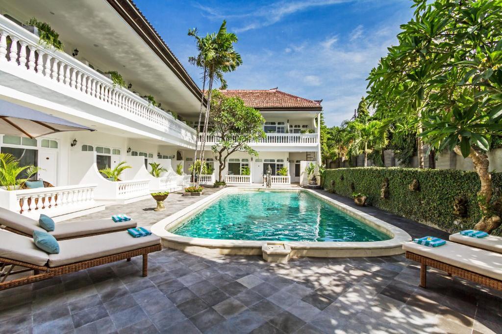 The swimming pool at or close to Akaya Bali