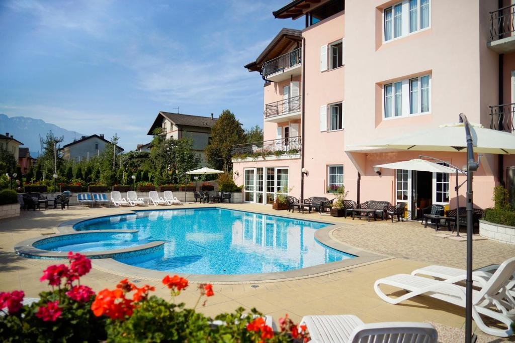 The swimming pool at or close to Hotel Bellaria