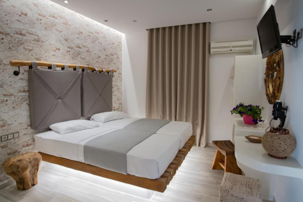 A bed or beds in a room at Katerina Roza Studios