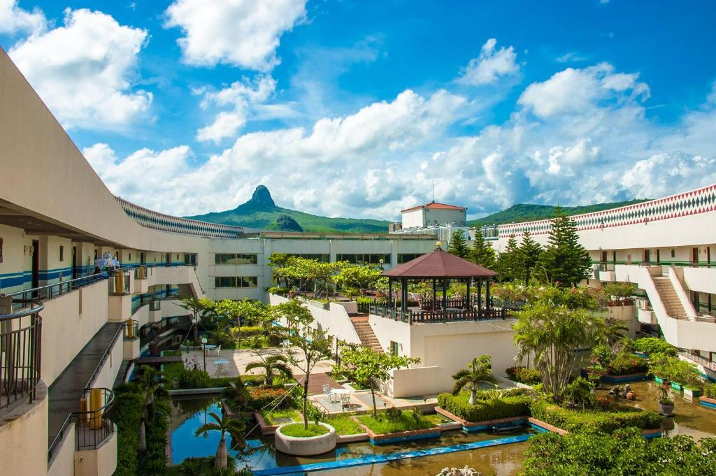 A view of the pool at Howard Beach Resort Kenting or nearby